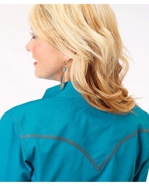 Roper Women's Blue Long Sleeve Western Style Snap Shirt, Blue, hi-res
