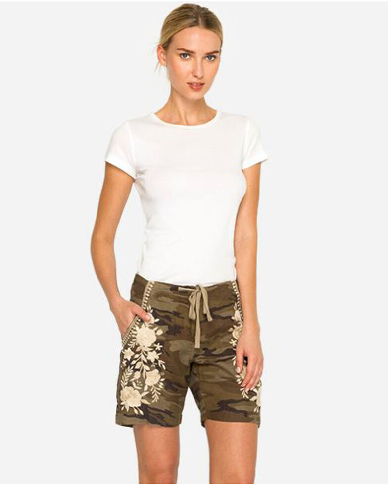 24dc077a5fbd8 Zoomed Image Johnny Was Women's Camo Briar Linen Shorts , Camouflage, hi-res