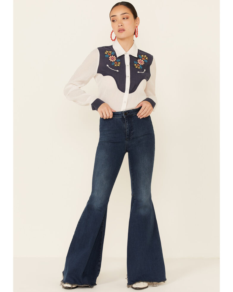 Studio West Women's White Embroidered Yoke Long Sleeve Snap Western Core Shirt , White, hi-res